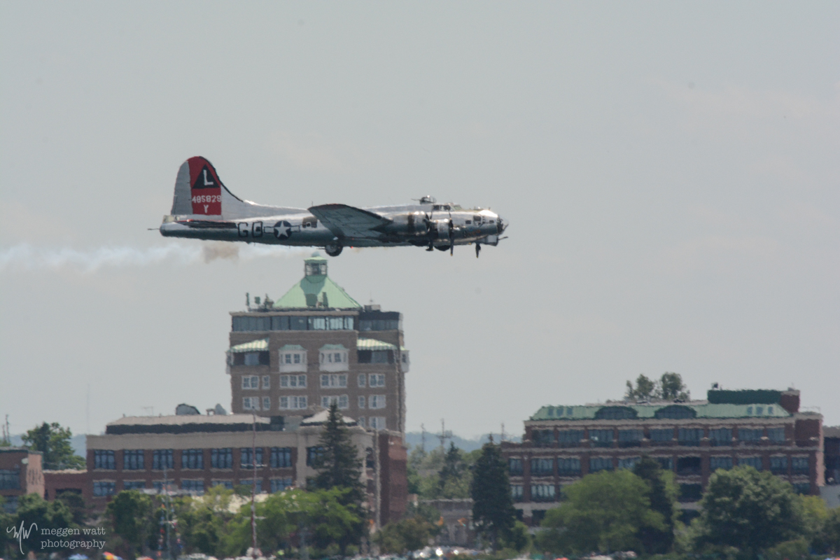 B-17 Yankee Lady And Park Place-3155