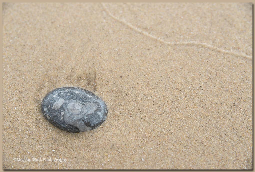 TLR-20160815-rock-in-sand