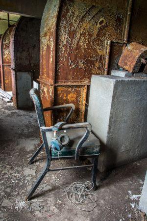Abandoned DNE8880